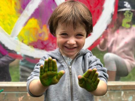 prematernellekinder-contact-peinture-640px